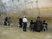 城市外部耶路撒冷尖塔老墙壁 图库摄影