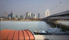 城市多瑙河uno维也纳 免版税库存照片