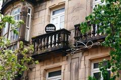 城市大厦与词早晨好用英语,喜悦,美丽的西班牙的概念 库存图片