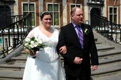城市夫妇大厅婚礼 免版税库存图片