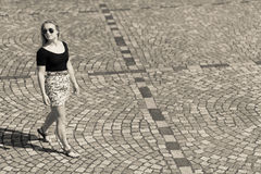 城市女孩和路面 免版税库存照片