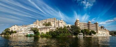 城市宫殿全景。Udaipur,印度 库存图片