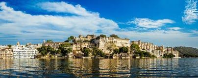 城市宫殿全景 印度udaipur 免版税库存图片