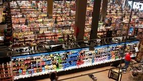 城市小河超级市场 免版税库存照片