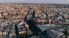 城市巴里,意大利街道和屋顶房子鸟瞰图  股票视频