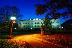 城市广场在秋天 库存图片