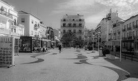 城市广场在Nazare,葡萄牙海浪镇  库存照片