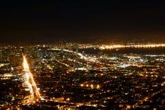 城市弗朗西斯科点燃峰顶圣孪生 免版税库存图片