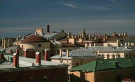 城市彼得斯堡顶房顶俄国圣徒 免版税库存图片