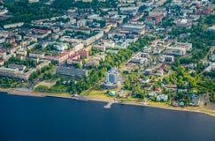 城市彼得罗扎沃茨克,卡累利阿,俄罗斯鸟瞰图  免版税库存图片