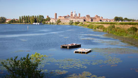城市意大利中世纪的mantova 免版税库存图片