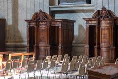 城市意大利罗马梵蒂冈 9月第12 洒满阳光和尊敬的坦白在圣彼得罗,梵蒂冈 免版税库存图片