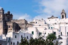 城市意大利ostuni视图 免版税库存图片