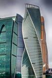 城市日克里姆林宫室外的莫斯科 商业中心在俄罗斯 财务往来的传导 莫斯科俄国 免版税库存照片