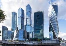 城市日克里姆林宫室外的莫斯科 夏天 晴朗的日 莫斯科俄国 免版税库存图片