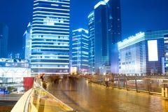 城市晚上兴旺的视图 库存图片