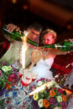 城市晚上致敬婚礼 免版税库存图片