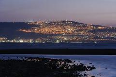 城市晚上tiberias 免版税库存图片