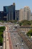 城市机动车路 免版税库存图片