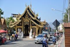 城市柱子寺庙在清迈,泰国 图库摄影