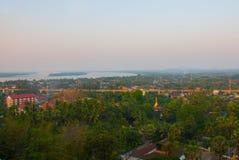 城市毛淡棉的顶视图从塔Kyaik Tan Lan的 缅甸 缅甸 免版税库存图片
