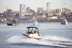 城市河视图 库存照片
