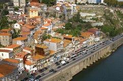 城市波尔图鸟瞰图有河和交通堵塞的 库存图片