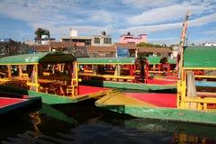 城市浮动的庭院墨西哥xochimilco 免版税库存照片