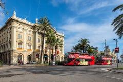 城市游览观光的公共汽车在巴塞罗那,西班牙 免版税图库摄影