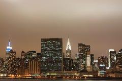 城市点燃新的晚上地平线约克 库存照片