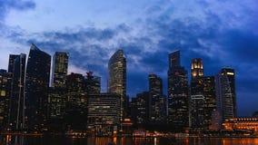 城市点燃晚上 夜大都会 免版税库存图片