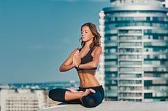 城市瑜伽凝思 免版税库存照片