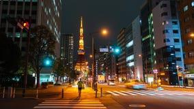 城市生活和交通时间间隔有东京塔背景在东京在晚上,日本 股票录像