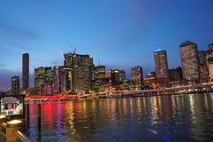 城市生活在晚上 免版税库存照片