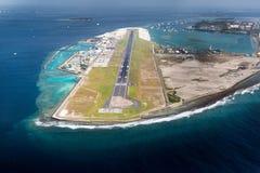 城市男性机场在马尔代夫地区 免版税库存图片