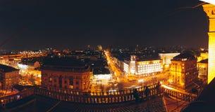城市的中心屋顶鸟瞰图,shoted在夜 库存照片