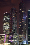 城市的光在晚上 库存图片