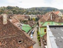 城市的全景从老城市Sighisoara堡垒墙壁的在罗马尼亚 库存照片
