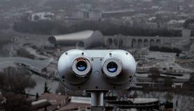 城市的双筒望远镜视图 免版税库存照片