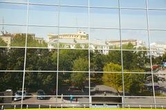 城市的反射一个现代大厦的 免版税库存图片