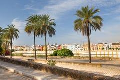 城市的塞维利亚,江边视图,安大路西亚,西班牙 免版税图库摄影
