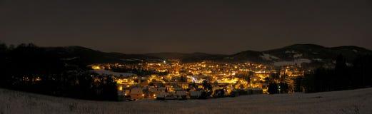 城市的夜光的全景 免版税库存图片