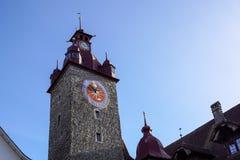 城市的大厦沿琉森湖的 卢赛恩是一个城市在中央瑞士,它是瑞士人的首都 库存图片