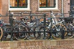 城市的大数字在乌得勒支街道上骑自行车,下面 免版税库存照片
