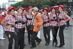 城市的居民在狂欢节期间的以纪念瓜达卢佩河贞女  免版税库存图片