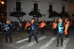 城市的居民在狂欢节期间的以纪念瓜达卢佩河贞女  图库摄影