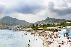 城市的度假者在罪行的解决KOKTEBEL靠岸 库存照片