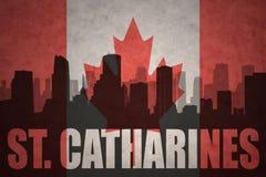 城市的抽象剪影有文本圣的Catharines在葡萄酒加拿大人旗子 库存图片