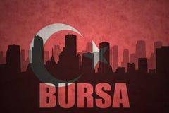 城市的抽象剪影有文本的伯萨在葡萄酒土耳其语旗子 库存例证