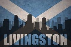 城市的抽象剪影有文本的利文斯通在葡萄酒苏格兰旗子 免版税库存图片